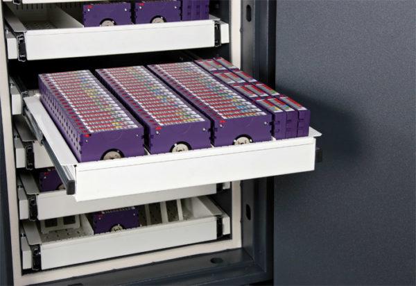 Datensicherungsschrank Format Fire Star 1-Grad 1 nach VDS ECB´S - S 60 DIS EN 1047-1.jpg03